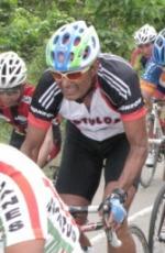 Victor Manuel Castañeda sigue activo en el ciclismo y es un gran protagonista de alta calidad... no solo de estatura.