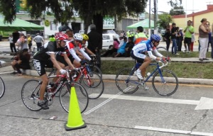 Cinco ciclistas integramos el segundo grupo en este circuito de Jardines.