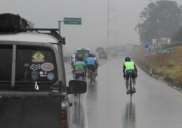 En la autopista Palín-Escuintla la lluvia nos compañó en el trayecto de ida hacia Santa Lucía Cotzumalguapa.